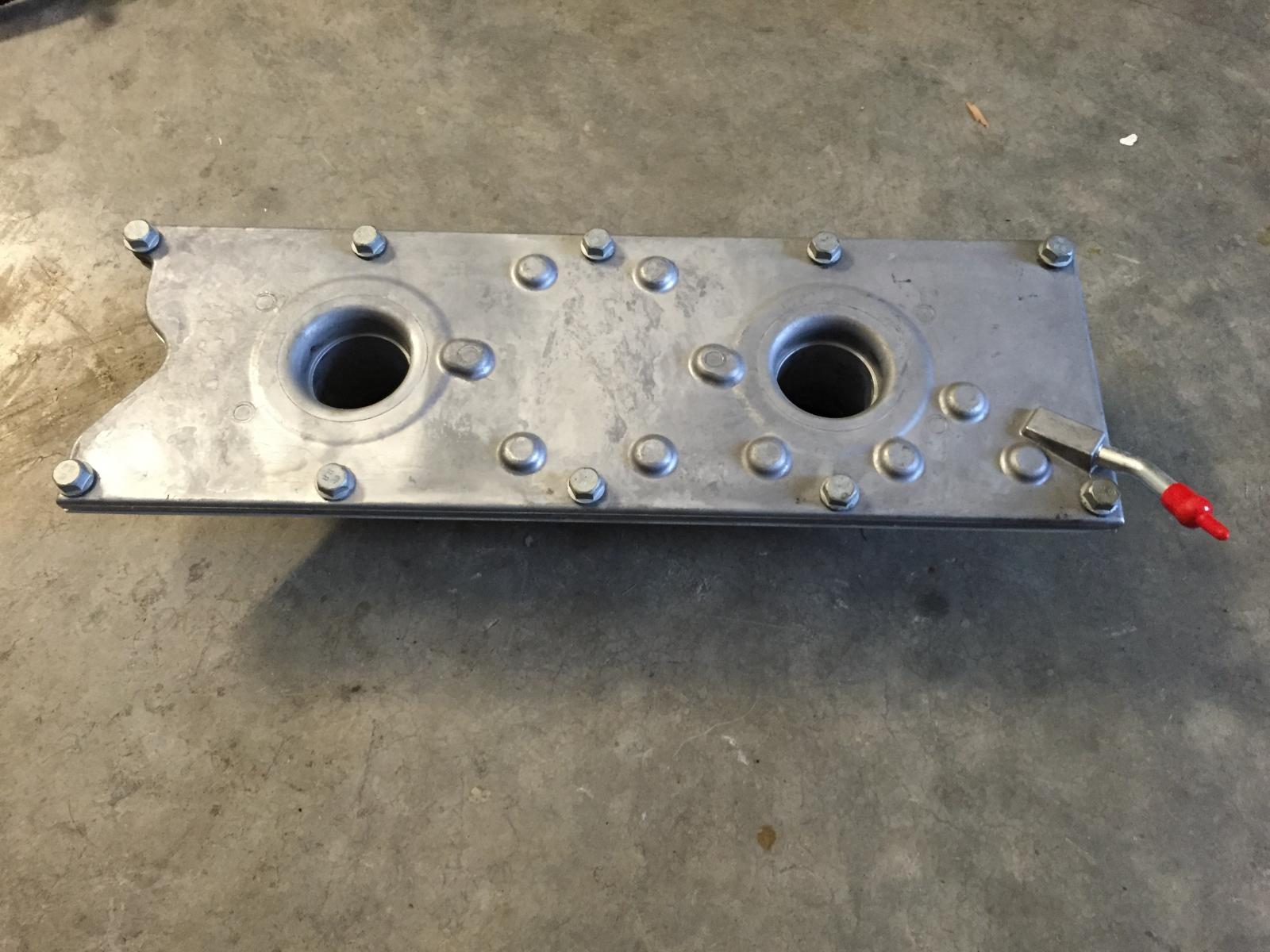 6010 / msd wires  brand new ls6 valley cover with integrated pcv - sold