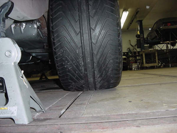 Who All Makes A 345 35 18 Tire