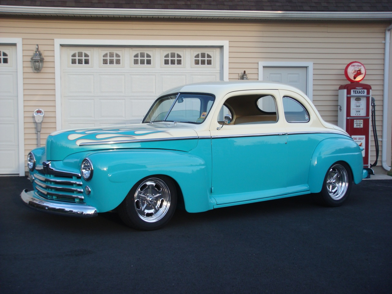 1947 Ford Deluxe Coupe Street Rod